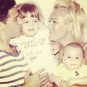 Подробнее: Антона Макарского с женой и детьми обманули с жильем