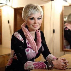 Подробнее: Мария Максакова отправилась на репетицию на метро в супер мини