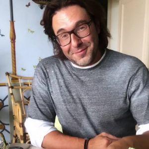 Подробнее: Андрей Малахов в трусах с голым торсом сразил поклонниц наповал
