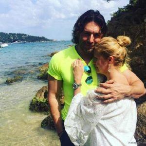 Подробнее: Андрей Малахов балует беременную жену романтическими ужинами