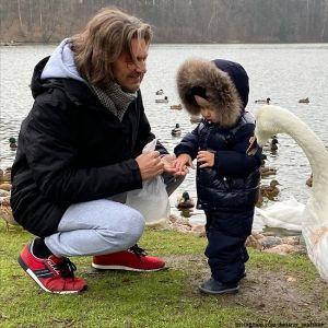 Подробнее: Дмитрий Маликов показал, как его 2-летний сын учится танцевать