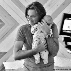 Подробнее: Дмитрий Маликов показал, как 11-месячный сын слушает его игру на рояле