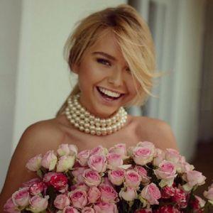 Подробнее: Стефания Маликова прикрыла цветами обнаженную грудь
