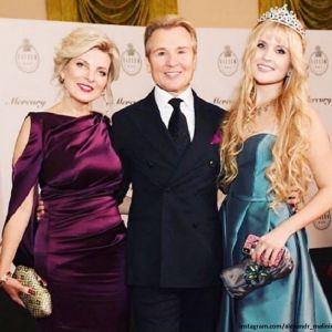 Подробнее: Дочь Александра Малинина раскритиковала Ксения Собчак за наряд на балу Татлер