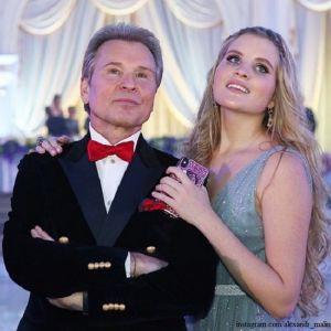 Подробнее: Александр Малинин прочит дочери Устинье оперную карьеру