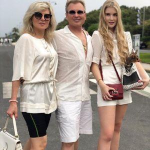 Подробнее: Жена и дочь Александра Малинина поделились кадрами в купальниках с отдыха в Италии