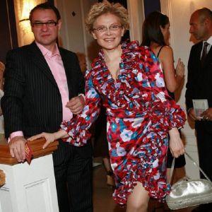 Подробнее: Елена Малышева носит копии брендовых нарядов