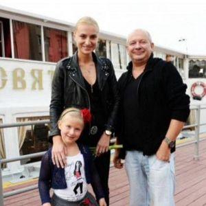 Подробнее: Бывший муж вдовы Марьянова не отрицает, что может быть отцом единственной дочери Ксении Бик