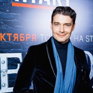 Подробнее: Максим Матвеев появился в элегантном образе  на премьере Московского кинофестиваля