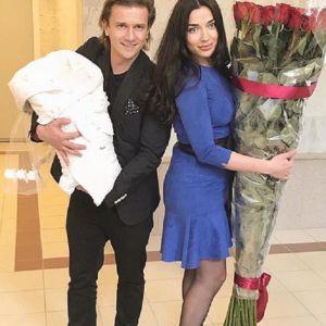 Подробнее: Глеб Матвейчук и его избранница крестили дочь Алису