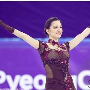 Подробнее: Евгения Медведева рассказала о беспределе в спорте и битом стекле в коньках
