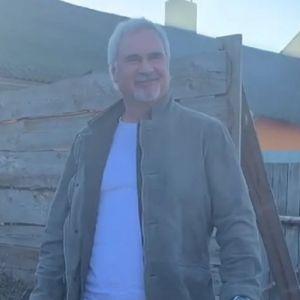 Подробнее: Валерию Меладзе пришлось разгребать навоз (видео)