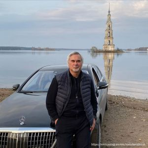 Подробнее: Поклонница Валерия Меладзе повредила его машину