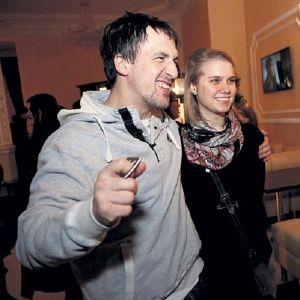 Подробнее: Дарья Мельникова и Артур Смольянинов впервые вместе вышли в свет