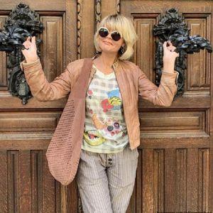 Подробнее: Юлия Меньшова гуляет по Барселоне в компании взрослой дочери