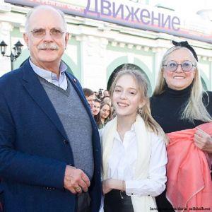 Подробнее: Внучка Никиты Михалкова не собирается идти по стопам бабушки и становиться моделью