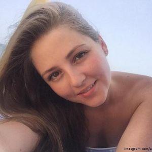 Подробнее: Анна Михайловская с семьей отдыхает на Кипре