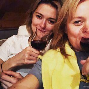 Подробнее: Анна и Надежда Михалковы душевно поздравили свою маму с днем рождения