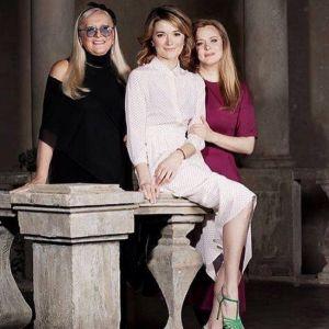 Подробнее: Анна Михалкова проводит отпуск в семейном кругу и без детей