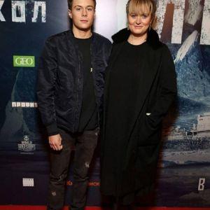 Подробнее: Анну Михалкову поддержали члены семьи на премьере «Ледокола»