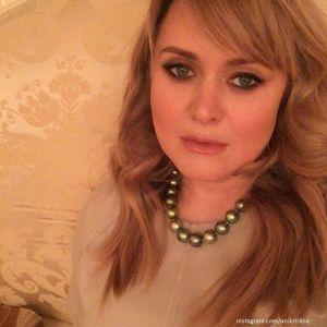 Подробнее:  Анна Михалкова поразила фото без макияжа