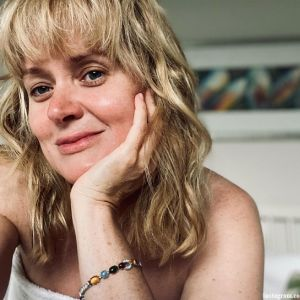 Подробнее: «Такая худышка!!!»: Анна Михалкова поразила худобой на фото в купальнике