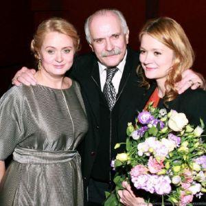 Подробнее: Надежда Михалкова  зажигательно танцевала с отцом на своем дне рождения