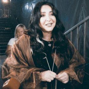 Подробнее: Лолита Милявская вышла на сцену в трусах и прозрачных штанах