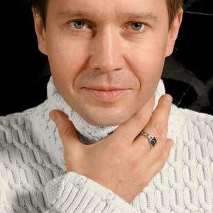 Подробнее: Евгений Миронов не мог ходить без костылей