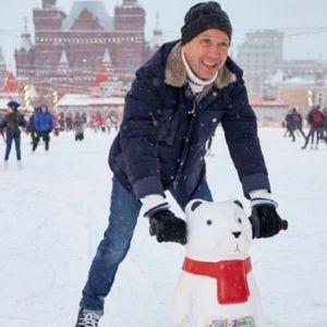 Подробнее: Евгения Миронова впервые запечатлели вместе с сыном на благотворительном мероприятии
