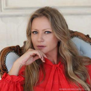 Подробнее: Как оказалось, мужем Марии Мироновой все-таки стал 27-летний коллега Артем Сорока