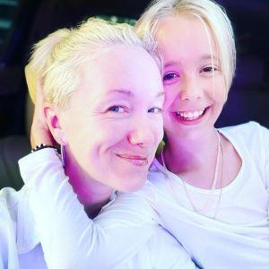 Подробнее: Десятилетняя дочка Дарьи Мороз  экспериментирует с цветом волос