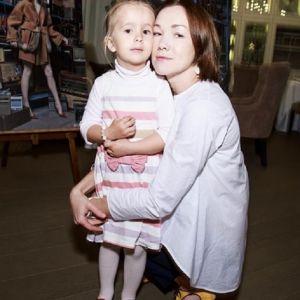 Подробнее: Дарья Мороз растрогала фото с маленькой сестрой и дочкой