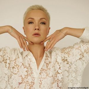 Подробнее: Дарья Мороз снялась топлес для рекламы своей ювелирной коллекции с изумрудами