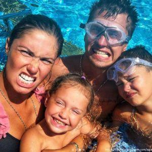 Подробнее: Агата Муцениеце поделилась семейными снимками