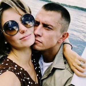 Подробнее: Агата Муцениеце с Павлом Прилучным перед венчанием сделали татуировки