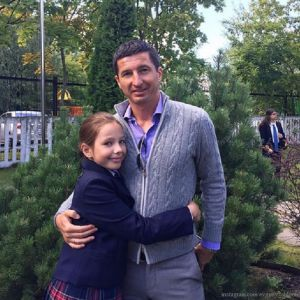 Подробнее: Евгений Алдонин делает все, чтобы их с Юлией Началовой дочь не чувствовала себя сиротой