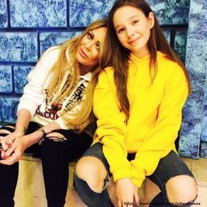 Подробнее: 12-летнюю дочь Юлии Началовой будут воспитывать родители певицы