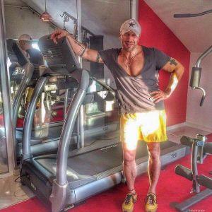 Подробнее: Дмитрий Нагиев голодал, чтобы купить тренажер