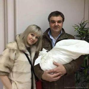 Подробнее: Натали  вместе с новорожденным сыном  муж  забрал домой