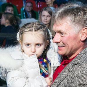 Подробнее: Татьяна Навка показала, как муж с дочкой вырезают тыкву для Хэллоуина