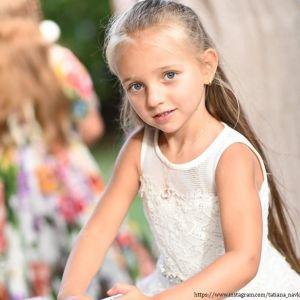 Подробнее: Татьяна Навка показала снимки подросшей дочери