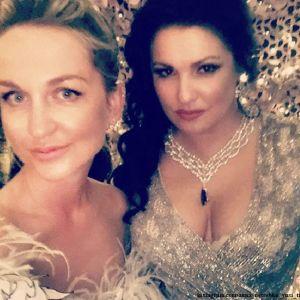 Подробнее: Анна Нетребко в бриллиантах и декольте блеснула в Каннах