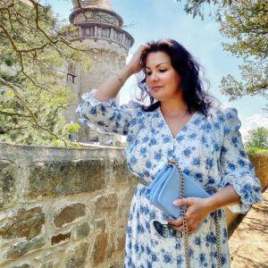 Подробнее: Анна Нетребко переквалифицировалась в дизайнера во время карантина