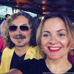 Подробнее: Игорь Николаев написал стихи на день рождения жены
