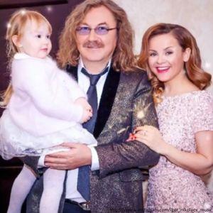 Подробнее: Жена Игоря Николаева поиграла в снежки с дочерью