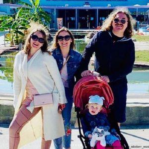 Подробнее: Игорь Николаев опубликовал редкое фото с обеими дочерьми