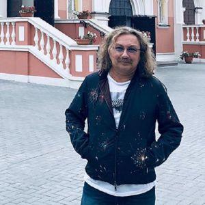 Подробнее: Королева показала полуобнаженного Игоря Николаева