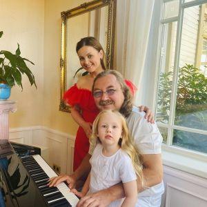 Подробнее: Игорь Николаев показал осенние забавы 4-летней дочери в Юрмале