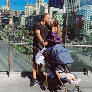 Подробнее: Нюша показала, как проводит отпуск с годовалой дочкой и мужем в США